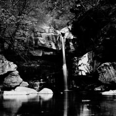 Cascata, Osogna, 10611 (scoiattolo10) Tags: hasselblad500cm hasselblad 500cm bw cascata cascade cascada waterfall wasserfall ticino 120 6x6 rollei 80iso svizzera schweiz suisse switzerland film analog