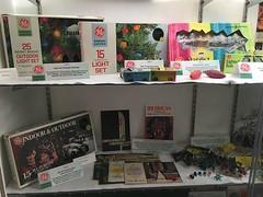 Golden Glow 2017 Museum Room GE (JeffCarter629) Tags: ge generalelectricchristmas christmas c7 c6 c9 gechristmaslights generalelectric
