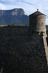 (artrimino) Tags: travel spain aragón huesca jaca ciudadela fortress citadel mount oroel rock crag muro ruinas antigüedad torre