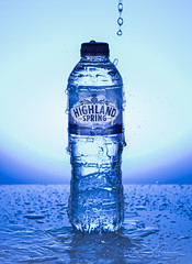 H²O (g3az66) Tags: h²o water highlandspring strobist yn560iv