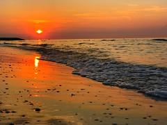 Sonnenaufgang in Italien (Blende2,8) Tags: italy sky sunrise sunriseskyitaly sea beach breakwaters shafts himmelwolken wolken wellenbrecher strand sonnenaufgang wellen meer italien himmel iphone