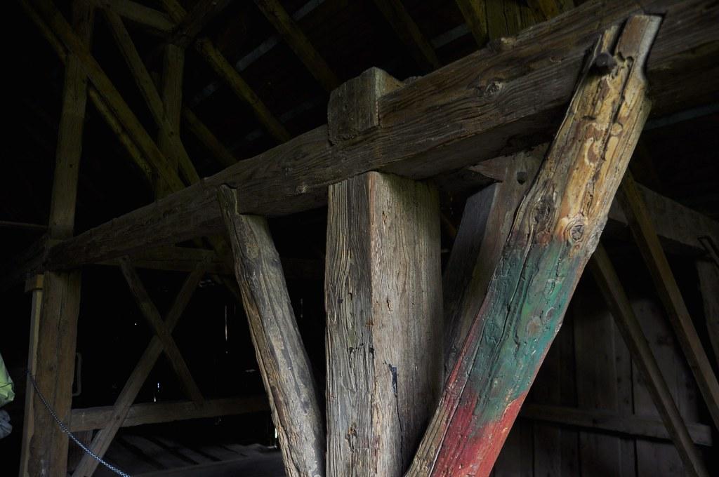 Holzwurm im dachstuhl stunning die tiefurter kirche liegt einladend am randes des wegen - Holzbock im dachstuhl ...