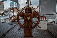 BAP-Union-Hamburg-8 (MoWePhoto.de) Tags: hamburg hafen bap union schiff segelschiff viermaster steuer gold holz plakette