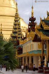 11-09-30 Myanmar (478) Yangon R01 (Nikobo3) Tags: asia myanmar birmania burma yangon pagodashwedagon pagodas templos culturas color social arquitectura architecture travel viajes nikon nikond200 d200 nikon7020028vrii nikobo joségarcíacobo flickrtravelaward ngc