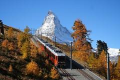 Gornergratbahn vor dem Matterhorn (swissrailscene) Tags: herbst autumn gornergrat gornergratbahn bergbahn zahnrad zahnradbahn cog railway matterhorn mont monte cervin cervino zermatt tourist mountain