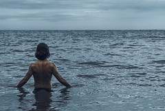 Reto 4/52 Idea (mary.fj81) Tags: idea ideaminúscula instantes mar tranquilidad paz soledad sea water soul hada sprite retrato portrait amapolas poppy
