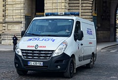 Police Paris - Déminage (Arthur Lombard) Tags: police policedepartment policecar renaulttruck renault renaultmaster led gyrophare gyroled déminage bomb bombsquad 911 999 112 17 emergency nikon nikond7200 paris france