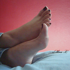 (Mr2D2) Tags: feet sexy footarch toes woman femalefeet barefeet wife latina