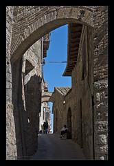 San Gimignano VI (Emilio Casini) Tags: toscana tuscany sangimignano unesco italy italia architettura archi arco architecture arch bow arc stones pietre cielo sky bluesky cieloblu