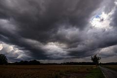 Dark Clouds (betadecay2000) Tags: dark clouds wolke wolken cloud weer wetter weather meteo gewitter storm regen rain dülmen münsterland duelmen wiese wiesen germany german schauier schauer deutschland deutsch