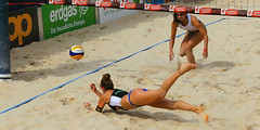 GO4G4561_R.Varadi_R.Varadi (Robi33) Tags: action ball beachvolleyball court block international play sand victory game player sport summer competition show umpire viewers basel switzerland