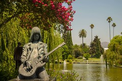 Johnny Ramone-Hollywood Forever Cemetery (SONICGREGU) Tags: california johnnyramonesgrave grave nikond610 nikon cemetery punkrock usa hollywoodforevercemetery hollywood losangeles theramones johnnyramone
