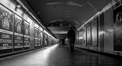 DSCF1794 (::Lens a Lot::) Tags: ebc fujinonw 35 mm f 19 70s | 6 blades aperture m42 paris 2017 black white streetphotography street photography bw portrait candid metro subway gate station wide depth field fixed length vitage prime manual classic japanese primme lens noir et blanc monochrome intérieur personnes profondeur de champ plafond train lignes architecture