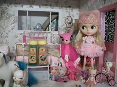 Mondie in pink......