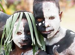 Black and whit kids (kthustler) Tags: goroka singsing papuanewguinea tribes huliwigmen mudmen