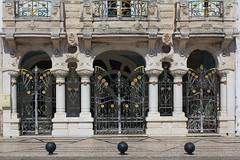 Les belles demeures d'Aveiro (hans pohl) Tags: portugal aveiro architecture portes portails doors colonnes columns fer forgé