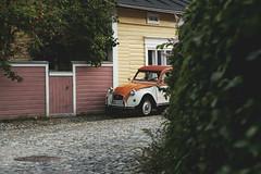 (Niko Saarinen) Tags: fujifilm xpro2 xseries classicchrome helios44m4 helios vintagelens visitfinland countryside citroën citroen 2cv parked soloparking porvoo vanhaporvoo gamlaborgå woodenhouse