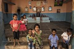PATTADAKALL : LES ENFANTS (pierre.arnoldi) Tags: inde india pattadakall karnataka pierrearnoldi photographequébécois enfants photoderue photooriginale photodevoyage photocouleur portraitdenfant