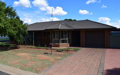 32 Flinders St, Parkes NSW 2870