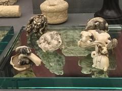 Mackelvie collection goodies (SandyEm) Tags: 20september2017 aucklandwarmemorialmuseum aucklandmuseum museumgallery mackelviecollection netsuke edoperiod