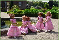 Schlossbesucher ... (Kindergartenkinder) Tags: schlossanholt annemoni milina dolls himstedt annette park kindergartenkinder sommer wasserburg margie isselburg tivi sanrike