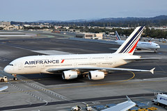 Arrivée et départ (Rich Snyder--Jetarazzi Photography) Tags: airfrance afr af airbus a380 a380800 a380861 a388 fhpjc boeing 777 777300er 777328er b777 b77w fgzno arriving departing sanfranciscointernationalairport sfo ksfo millbrae california ca airplane airliner aircraft jet plane jetliner ramptowera rcta atower majesticsuper
