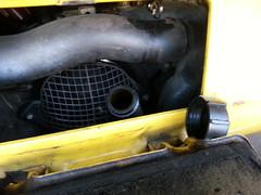 De oliedop maar even los gemaakt zodat de olie makkelijk door kan lopen