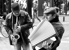 (JOAO DE BARROS) Tags: joão barros monochrome performer people street streetphotography