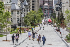 promenade fleuve-montagne by eva blue 15 (The Montreal Buzz) Tags: promenadefleuvemontagne mcgill mctavish montreal evablue
