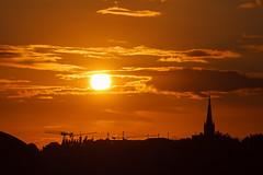 Die Sonne in die Zange genommen (Lilongwe2007) Tags: kirchen sonnenuntergang wolken herbst wetter landschaft deutschland landungsbrücken hamburg
