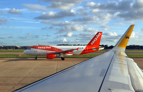 easyJet / Airbus A319-111 / G-EZDY