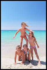 balance (ukke2011) Tags: nikonf5 nikkor3514g kodakektar100 film pellicola 135 analog analogico beach spiaggia sea mare summer estate