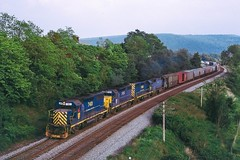 Westbound at Chemung (douglilly) Tags: delawarehudson gp392 chemung