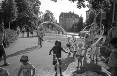 Oh bubbles! (_LWR_) Tags: 140 35mm analog contaxt2 deutschland film ilfordpanf r09 rudolstadt tff2017 thüringen germany thuringia tff bubbles