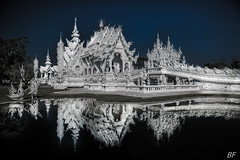 White temple ! (poupette1957) Tags: art atmosphère architecture canon city curious colors deco detail grandangle graphisme imagesingulières landscape monument monochrome night photographie rue reflet reflection travel temple thailande urban ville voyage