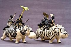 The african traveller series (cerâmica com pintura fosca e vitrificada | 2010-2013). Alex Sibanda