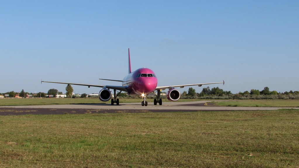 Aeroporto Ungheria : The world s most recently posted photos of lhdc flickr