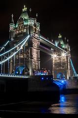 Tower Bridge (Federico Violini) Tags: london londra night nightimages nightshots nightscape nikond90 uk britain cityoflondon cityscape bike notte immagininotturne