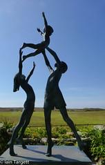 'The Tresco Children' by David Wynne in 1990. Tresco Abbey Garden, Tresco (Iain Targett) Tags: davidwynne islesofscilly statues tresco trescoabbeygarden