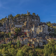 Rocamadour (Pilar Azaña Talán ) Tags: rocamadour pueblomedieval pirineocentral francia france octubre otoño cieloazul sol calor colores luz vegetación paisaje landscape hot light colors medievalvillage autumn october bluesky sun vegetation paz peace pilarazañatalán copyright©pilarazañatalán