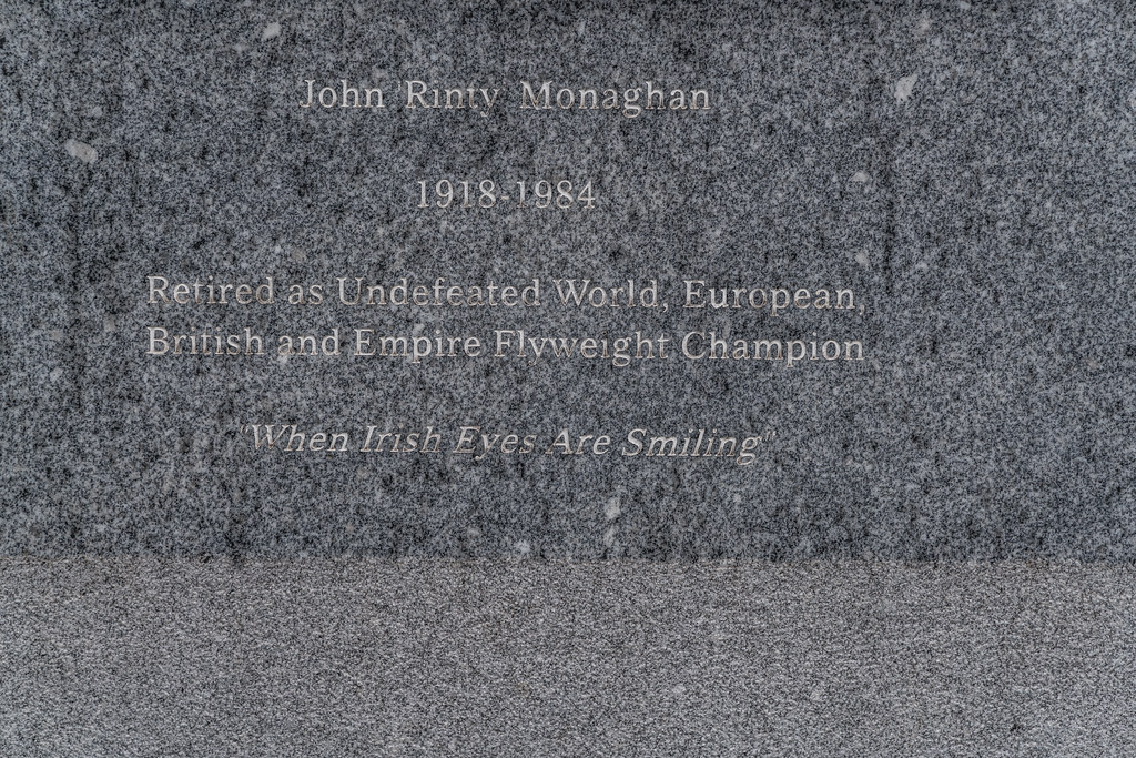 STATUE OF JOHN RINTY MONAGHAN [WHEN IRISH EYES ARE SMILING]-132893