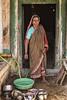 PATTADAKALL : LA VAISSELLE TOUJOURS LA VAISSELLE. (pierre.arnoldi) Tags: inde india pierrearnoldi karnataka pattadakall photoderue photooriginale photocouleur photodevoyage portraitdefemme portraitsderue canon tamron la vaisselle