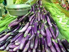 DEVON STREET GROCERY STORE (Rob Patzke) Tags: purple green vegetable market grocery shopper