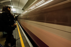 Mind the Gap (Miciografo) Tags: treno vagoni tube metropolitana london sunset mind gap water lake underground black white