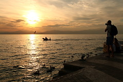 Lake Garda / Italy (Erich Hochstöger) Tags: sonnenuntergang sunset seascape see lake menschen people wolken clouds sonne sun italien italy gardasee lakegarda lazise