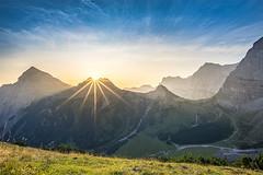 Sonnenaufgang über der Gumpenspitze (F!o) Tags: tirol österreich karwendel berge alpen alps mountains sunset sunrise sonnenaufgang sonnenuntergang sonnenstern blendenstern sky hdr clouds nikon 20mm18g meike sony a7ii mirrorless ngc