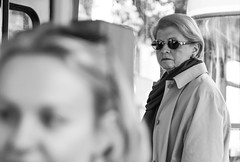 Peek (CoolMcFlash) Tags: streetphotography person woman candid look sunglasses dof depthoffield focus canon eos 60d tamron a007 2470 face frau blick sonnenbrille tiefenschärfe fokus fotografie photography people bnw blackandwhite blackwhite sw schwarzweis