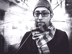 Casual (Ouverture Photo) Tags: portrait nb bw blackwhite pose stand cap look urban man asian japan japanese people personn street rain umbrella contrast smile casual wear shibuya tokyo outdoor exterieur expression neutral ngc