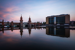 morning reds, oberbaumbrücke, berlin