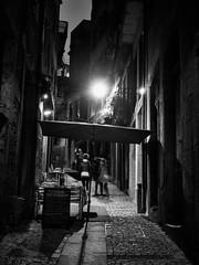 Porto - Portugal (Francisco (PortoPortugal)) Tags: 1952017 20160308fpbo2602 noite night rua street pessoas people unescoworldheritagesite historicalcentre centrohistórico monochrome porto portugal portografiaassociaçãofotográficadoporto franciscooliveira